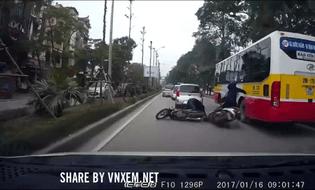 Video-Hot - Nữ ninja thoát nạn sau va chạm giao thông