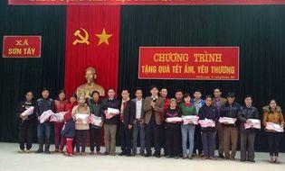 Đồng hành nhà hảo tâm - Hàng trăm suất quà Tết đến với người nghèo ở Hà Tĩnh