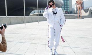 Tin tức giải trí - Sơn Tùng M-TP diện cây hàng hiệu, tết tóc cực ngầu dự Seoul Fashion Week