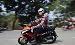 """Tư vấn - 10 bí quyết """"siêu dễ"""" giúp tiết kiệm xăng cho xe máy"""