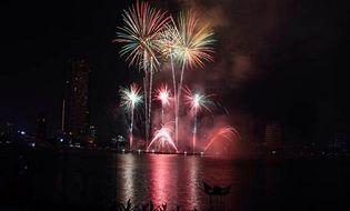 Thị trường - Lễ hội pháo hoa Đà Nẵng: Ban tổ chức xin lỗi, thu 50.000 đồng/vé trẻ em