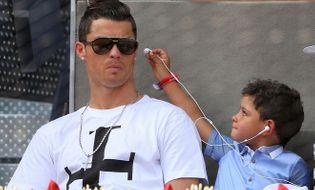 Bóng đá - Bỏ ngang giải đấu, Ronaldo tức tốc đi gặp 2 con trai mới chào đời