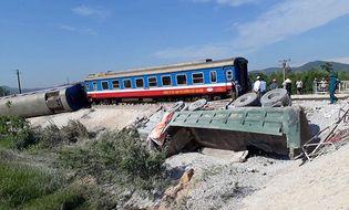Theo dòng - Infographic: Những vụ tai nạn thảm khốc khi ô tô cắt mặt đường ray