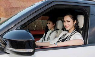 Tin tức giải trí - Hoàng My lái siêu xe chở Mâu Thủy đi tặng sách ở vùng cao