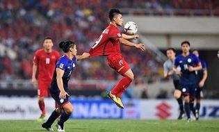 """Bóng đá - Liên tiếp bị chơi xấu, Quang Hải vẫn khiến đối thủ phải """"ăn trái đắng"""""""