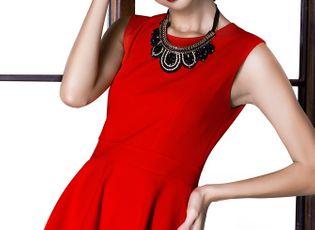 Thời trang & Làm đẹp - Siêu mẫu Minh Tú nổi bật với trang phục đỏ rực của NTK Kiki Phan