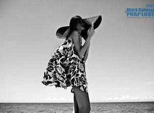 Thời trang & Làm đẹp - Kha Mỹ Vân khoe lưng trần đón nắng trên biển