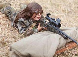 Thế giới 24h - Tập bắn súng, bé gái 9 tuổi bắn chết người hướng dẫn