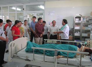 Sự kiện hàng ngày - Xe khách lao xuống vực: Chuyển 1 bệnh nhân nặng lên BV Việt Đức