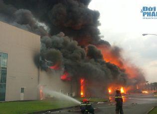 Sự kiện hàng ngày - Chùm ảnh: Toàn cảnh vụ cháy KCN Vsip Bình Dương