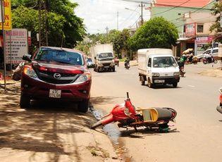 Sự kiện hàng ngày - Mở cửa ô tô bất ngờ, một phụ nữ bị xe tải cán tử vong