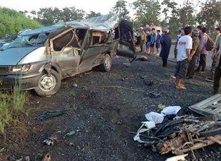 Sự kiện hàng ngày - Tai nạn giao thông nghiêm trọng, hàng chục người thương vong