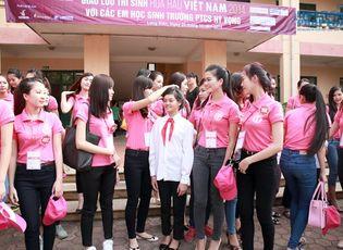 Thời trang & Làm đẹp - Thí sinh thi Hoa hậu Việt Nam 2014 làm từ thiện