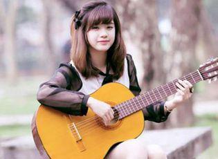 """Giới trẻ - Nhan sắc hot girl Kiến Trúc vừa đệm đàn vừa hát """"Để mãi có nhau"""""""