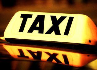 Thị trường - Giá cước taxi ở 3 thành phố lớn đồng loạt giảm mạnh