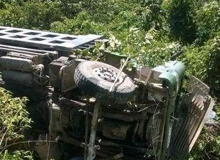 Tin trong nước - Xe tải lao xuống vực, tài xế tử vong trong cabin