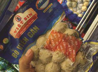 Thị trường - Công ty Việt Sin sản xuất bò viên làm từ thịt trâu và cá phủ... phẩm màu