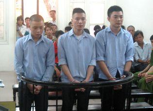 An ninh - Hình sự - Nam sinh lĩnh 17 năm tù vì giết người trong vụ ẩu đả