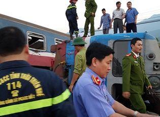 Tin trong nước - Vụ lật tàu ở Thừa Thiên Huế: Cắt toa tàu tìm thi thể nạn nhân