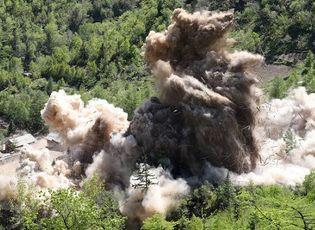 Video cận cảnh Triều Tiên phá hủy bãi thử hạt nhân Punggye-ri