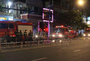 Tin trong nước - Căn nhà trên phố nhậu TP.HCM phát hỏa, dân hốt hoảng tháo chạy