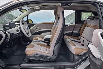 BMW công bố giá bán i3 2018 từ 1 tỷ đồng - ảnh 1