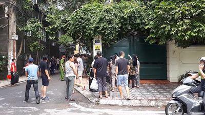Cháy khách sạn ở Hà Nội, khách nước ngoài hốt hoảng chạy thoát thân - ảnh 1