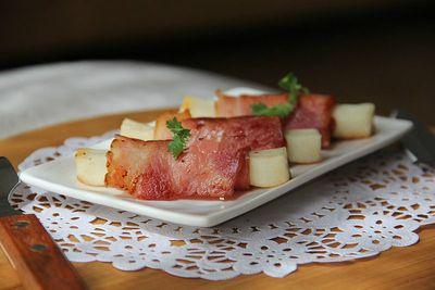 Thử tài với món khai vị thịt xông khói cuộn phô mai - ảnh 1