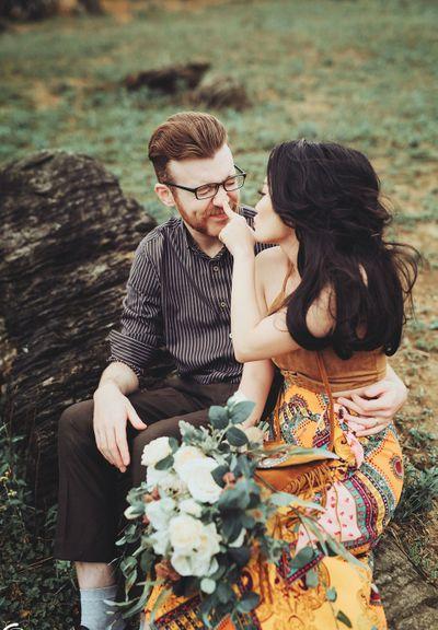 """Chuyện tình """"quay số trúng nụ hôn"""" của cô dâu Việt và chú rể ngoại quốc gây sốt - ảnh 1"""