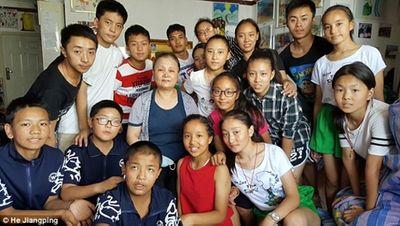 Cảm phục người phụ nữ bị ung thư vú vẫn chăm sóc 109 trẻ mồ côi - ảnh 1