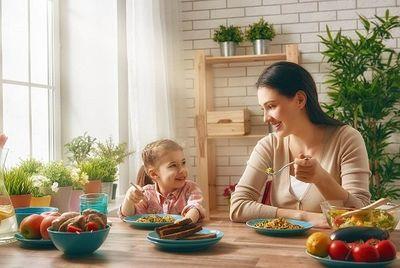 Những bí quyết giúp cha, mẹ khắc phục chứng biếng ăn ngày hè cho trẻ - ảnh 1