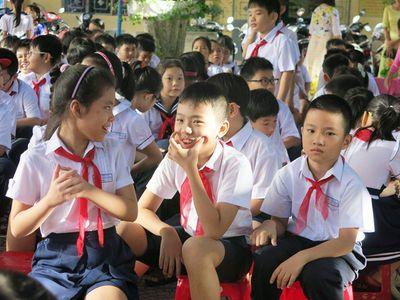 Hội phụ huynh học sinh không được trực tiếp thu các khoản tài trợ cho trường - ảnh 1