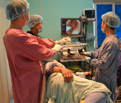 Người phụ nữ suýt chết do áp xe thực quản chỉ vì hóc xương gà nhưng lại chữa mẹo - ảnh 1