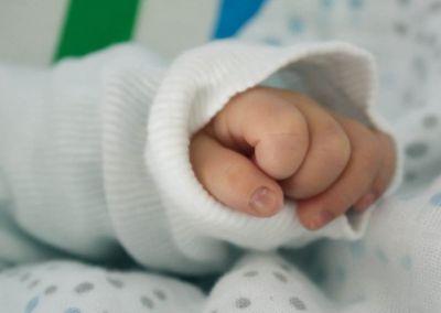 Malaysia: Bắt bảo mẫu hành hạ bé trai 9 tháng tuổi suýt chết - ảnh 1