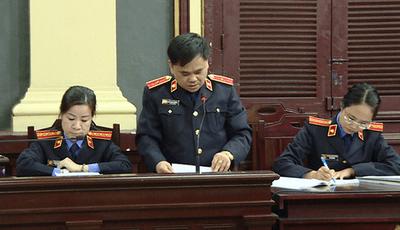 Viện kiểm sát bác yêu cầu đổi hội đồng xét xử vụ án bà Phấn - ảnh 1