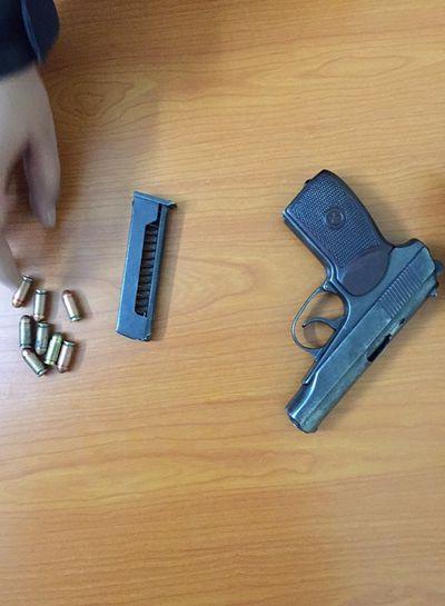 Cảnh sát truy đuổi tài xế tàng trữ súng trên ôtô - ảnh 1