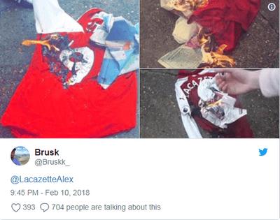 Truyền thống đốt áo cầu thủ của fan Arsenal: Lộ diện nạn nhân tiếp theo - ảnh 1