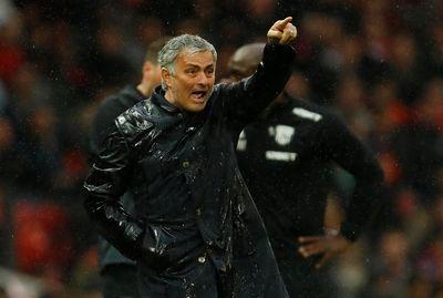"""M.U """"dâng"""" chức vô địch cho Man City, HLV Mourinho nói gì? - ảnh 1"""