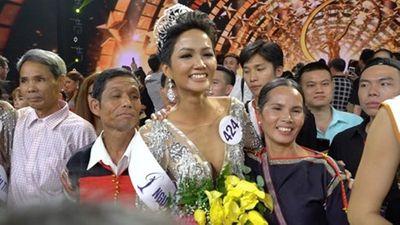 Tiết lộ bất ngờ về tân Hoa hậu H'Hen Niê qua lời kể của cha mẹ - ảnh 1