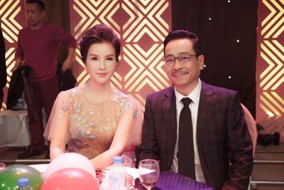 """MC Thanh Mai U50 vẫn trẻ đẹp ngỡ ngàng, hội ngộ dàn diễn viên """"Người phán xử"""" - ảnh 1"""