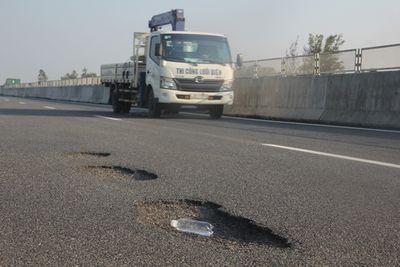 Hư hỏng nặng ở cao tốc Đà Nẵng - Quảng Ngãi: Có thể khởi tố vụ án về kinh tế? - ảnh 1