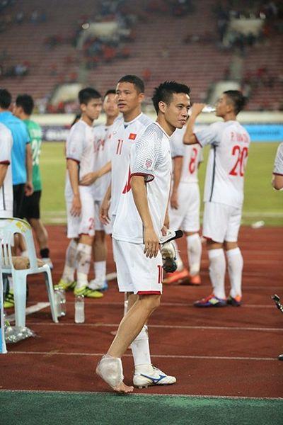 Đội trưởng Văn Quyết chấn thương ngay sau trận mở màn AFF Cup 2018 - ảnh 1