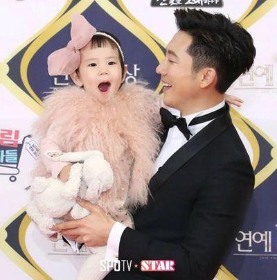 Tất cả những gì cần biết về đám cưới đầu tiên năm 2018 của showbiz Hàn - ảnh 1