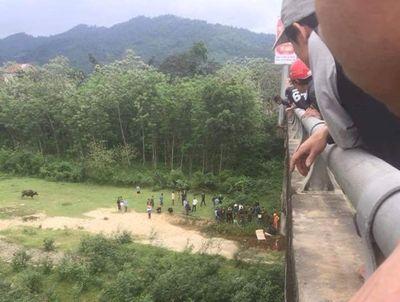 Điều tra vụ nam sinh lớp 8 nghi nhảy sông tự tử ở Hà Tĩnh - ảnh 1