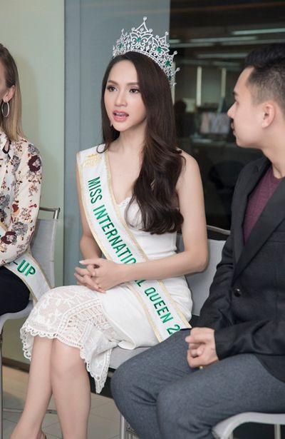"""Clip: Hương Giang lên tiếng chuyện """"người chuyển giới dù đẹp tới đâu cũng không phải con gái"""" - ảnh 1"""