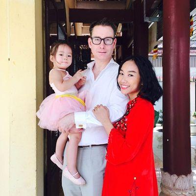 Cuộc sống viên mãn của sao Việt lấy chồng Tây - ảnh 1