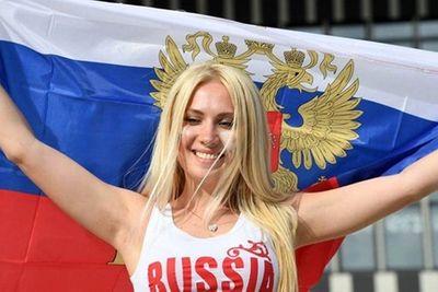 Ngắm dàn nữ cổ động viên gợi cảm khó rời mắt tại World Cup 2018 trước giờ khai mạc - ảnh 1