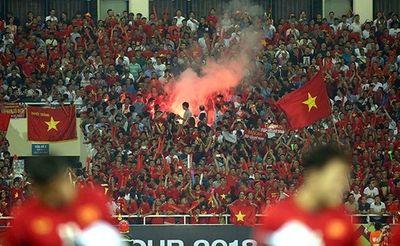 AFC phạt Liên đoàn Bóng đá Việt Nam gần 1 tỷ đồng vì pháo sáng - ảnh 1