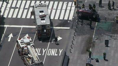 Hiện trường nạn nhân nằm la liệt sau khi xe điên lao vào đám đông tại Quảng trường Thời Đại - ảnh 1
