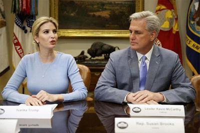 Con gái Trump thay cha chủ trì cuộc họp Nhà Trắng - ảnh 1